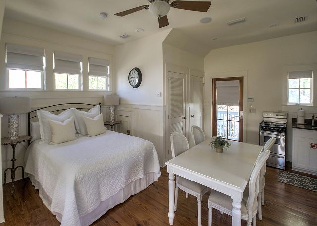 The Petite Frog Carriage House #9